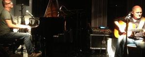 """Harry Ahamer und Markus Marageter im ProDiagonal am 22. Mai 2014 _ Ein Abend mit kernigem Sound, scharfsinnigen, sanften und kritischen Texten, eingängigen Melodien, undundund.... Mit 2 Worten: Alles da. Eine """"Bigband"""" mit 2 Musikern"""