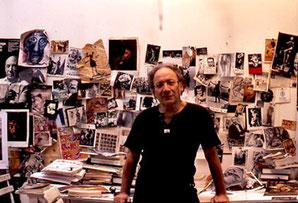 Ernest Pignon-Ernest dans son atelier.