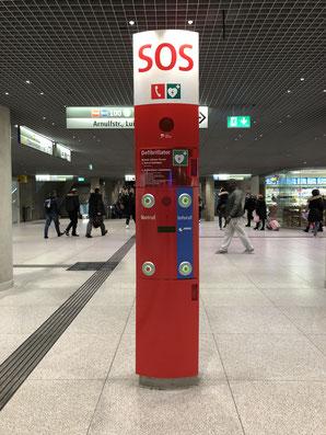 Notrufsäule mit AED am Münchner Hauptbahnhof - Foto: SPD Taufkirchen
