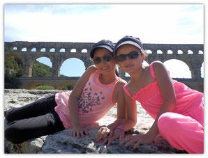 Avec Célia devant le Pont du Gard
