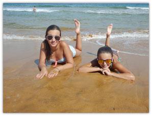 Sur la plage de Ramla bay