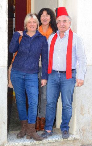 Le Dr Erbilgin et son amie + Christine, sur le pas de ma porte