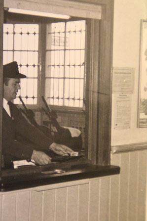 Er sperrte den Oberthaler Bahnhof zu: Alfons Klees aus Güdesweiler 1968. 1991 verstarb er