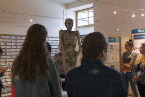 Visite d'un groupe d'élèves au Mémorial