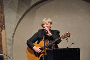 Margit Spörl - Gitarre und Gesang