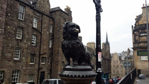 Statue für Greyfriars Bobby in der Candlemaker Row, Edinburgh