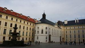 Prager Burg, Neuer Königspalast mit Kapelle