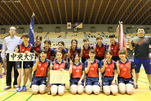 Members of Chuo's team pose for a photo after capturing the pennant at the spring Kanto Students Table Tennis League competition.