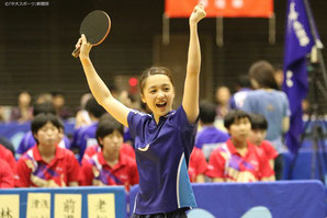 Rei Yamamoto throws up her arms after winning a match at the Kanto Students Table Tennis League competition.