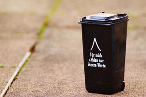 Mülltonne mit Spruch