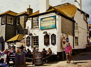 das gut besuchte Pub von St. Ives