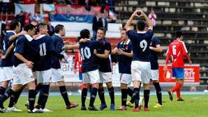 Los jugadores del Ourense celebran el gol de Eder en Ellakuri.
