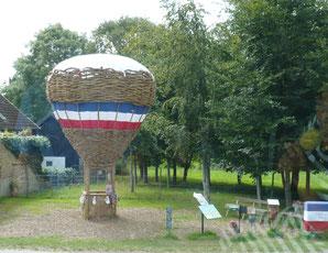 Ballon in Fahren. 6 m hoch,Durchmesser 4 m. Motto -- In 30 Tagen über die Probstei