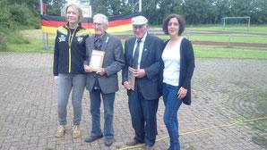 v.l.n.r. Sandra Friede (Schriftführerin), Bernhard Kappher, Remko Boomgaarden, Anne Ignatzek (1. Vorsitzende)