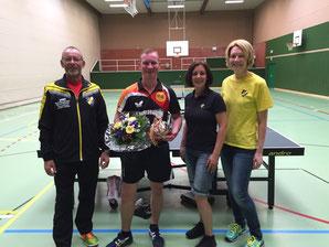 v.l.n.r.: Hans-Dieter Klaaßen (2. Vorsitzender), Timo Wetzel (800. Mitglied), Anne Ignatzek (1. Vorsitzende) und Sandra Friede (Schriftführerin)