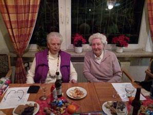 v.l.n.r.: zwei von vielen treuen Mitgliedern. Waltraud Kortewille und Hilde Schmidtke. Hilde Schmidtke ist mit 88 Jahren das älteste weibliche Mitglied im Verein