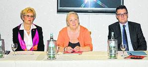 v.l Edith Nolden (Vorsitzende der FU), Dr. Marion Gierden-Jülich und Bürgermeisterkandidat Dr. Tim Grüttemeier