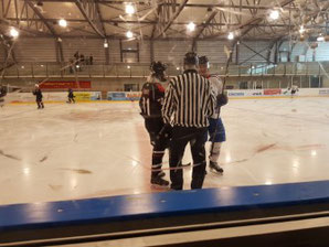 Da war die Hockeywelt noch in Ordnung: Begrüssung vor dem Spiel