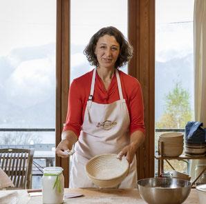 Helga Graef und Holzbackofen, Brotbackkurse in Unterach, www.brot-und-leben.at