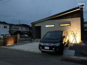 新築外構、エクステリア、コンクリート平板、ウッドフェンス、高麗芝、アオダモ、照明、施工例