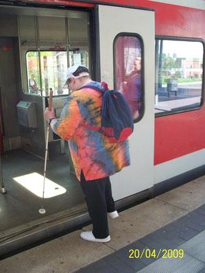 Langstockeinsatz beim Einsteigen in die S-Bahn