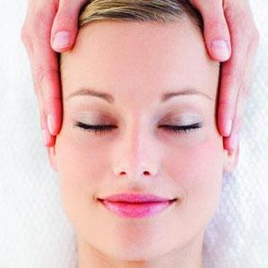 Massage und Relaxen von deinem Gesicht. Entspannung, wohlfühlen