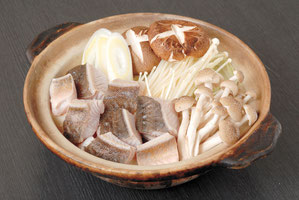 Atka mackerel and Vegetable Pot in Soy Sauce Soup (2,900 yen for 2 persons)