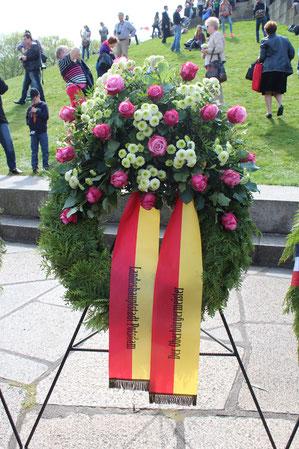 Der Oberbürgermeister. Landeshauptstadt Potsdam. Kranz Sowjetisches Ehrenmal 9.Mai 2015. Foto: Helga Karl