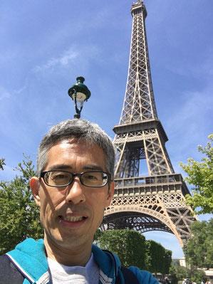 パリ エッフェル塔前にて