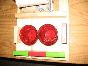 Die Kerzendosen aus Glas und Kinderbauklötze, das vierte Teil.