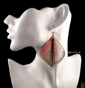 Boucles d'oreilles pendantes dorées et fils de couleurs