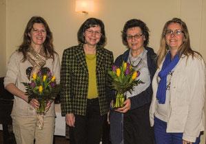 Vorsitzende Sibylle Strobel und Schatzmeisterin Anke Mohr bedanken sich bei den Kassenprüferinnen Gudrun Gruber (2.v.r.) und Angelika Wothke (1.v.l.)