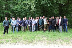 Regierungspräsident Axel Bartelt (5. v. r.) besuchte zusammen mit dem Naturschutzbeirat der Regierung der Oberpfalz den Truppenübungsplatz in Hohenfels. Foto: Stefan Härtl (US ED)