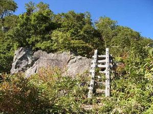 岩間道には、ここ一か所だけ、はしごがあります