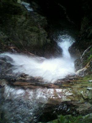 ④7m滝を上から