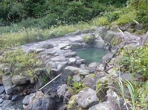 岩間温泉露天風呂、ただです。湯温は自分で調整のこと。