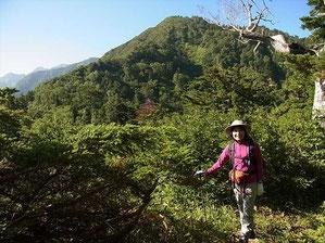 やっと薬師山がみえてきました。M田さんの後ろの山です。