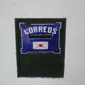 Briefkasten neben der Bar ES CANTO