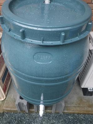 雨水タンク グリーン 熊本Y様家塗装完成後設置致しました。