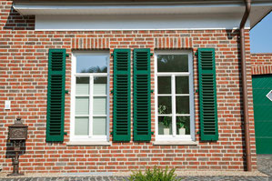 Fensterläden grün, Sprossenfenster, roter Verblender, Rheine