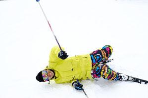 スキーで転んでから肩関節にひっかかりが残る
