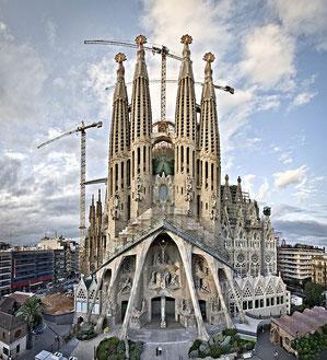 Die Passionsfront mit Türmen (Quelle: wikimedia commons - Autor: Sagrada Família oficial)