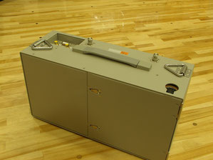 2003年当時の製品、FOMA 3G回線交換で128Kbpsが最大速度であった。
