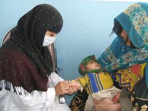 診療所でのワクチン接種活動の様子