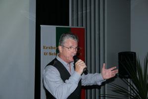 """Die Presse schrieb: Mit seiner """"Freddy-Show"""" führte Peter Reicher sein Publikum in eine andere Welt...."""