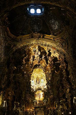 Photographie, Espagne, Andalousie, Saint Joseph, enfant Jésus, chapelle, cierges, dolorisme, baroque, autel, art religieux, sculpture, Mathieu Guillochon.