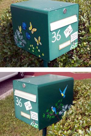 Peinture sur boîte aux lettres. Motifs : fleurs, branches, oiseaux, papillons.