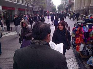 Paseo Ahumada, la peatonalidad de leer y caminar al mismo tiempo, ¿quién dijo que no podíamos hacer dos cosas al mismo tiempo?
