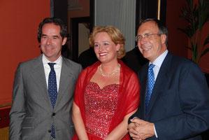 Harry Schoots, van Lanschot Bankiers (left) Hanneke de Wit (Sopran) Ex-Minister Laurens-Jan Brinkhorst