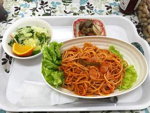 ナポリタンもサラダ・小鉢の煮物もおいしかった
